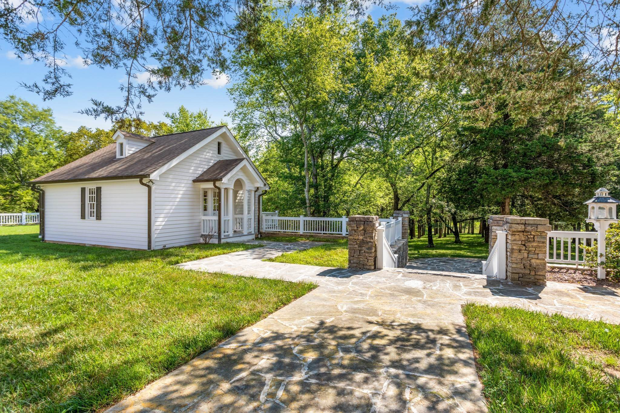 25. Single Family Homes for Sale at 1500 Moran Road Franklin, Tennessee 37069 United States
