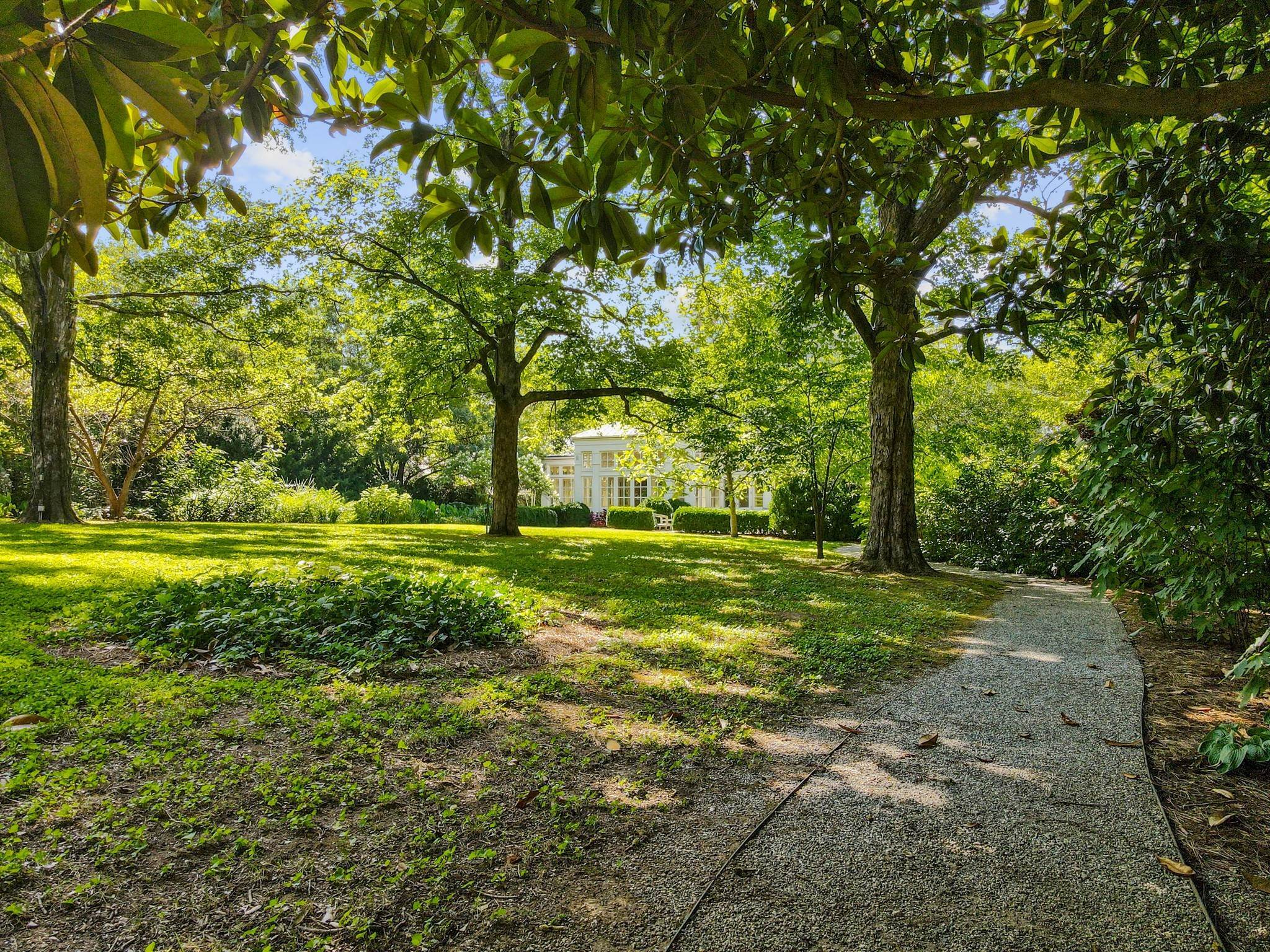 37. Single Family Homes for Sale at 211 Deer Park Drive Nashville, Tennessee 37205 United States