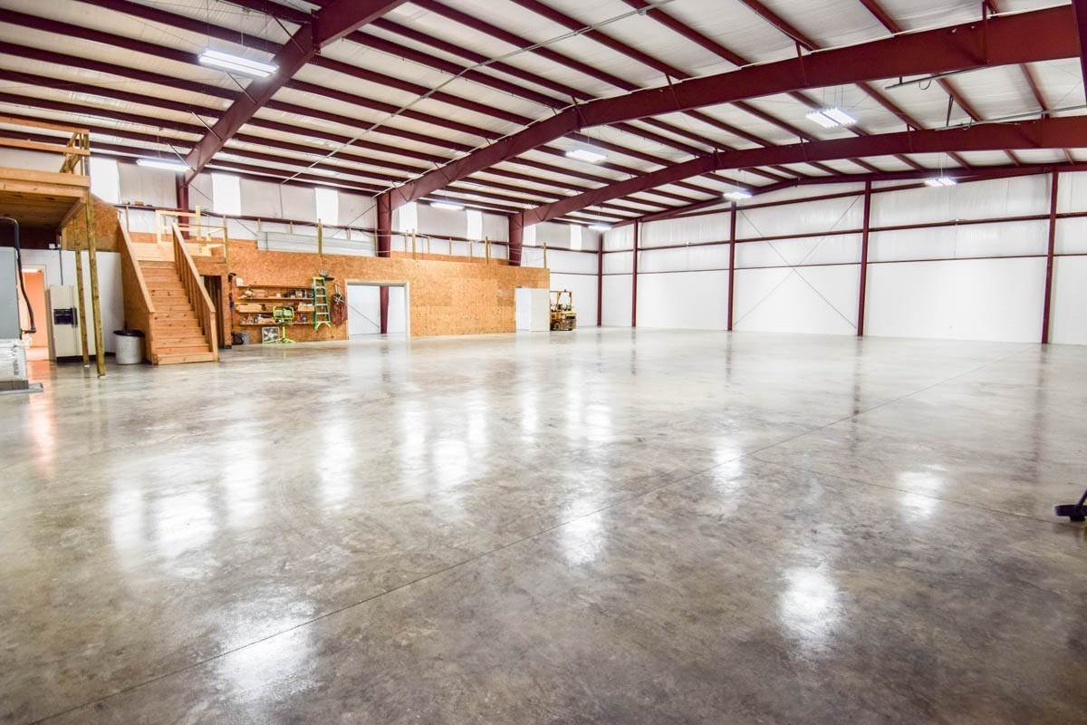 Commercial for Sale at 140 Rainear Lane Gallatin, Tennessee 37066 United States