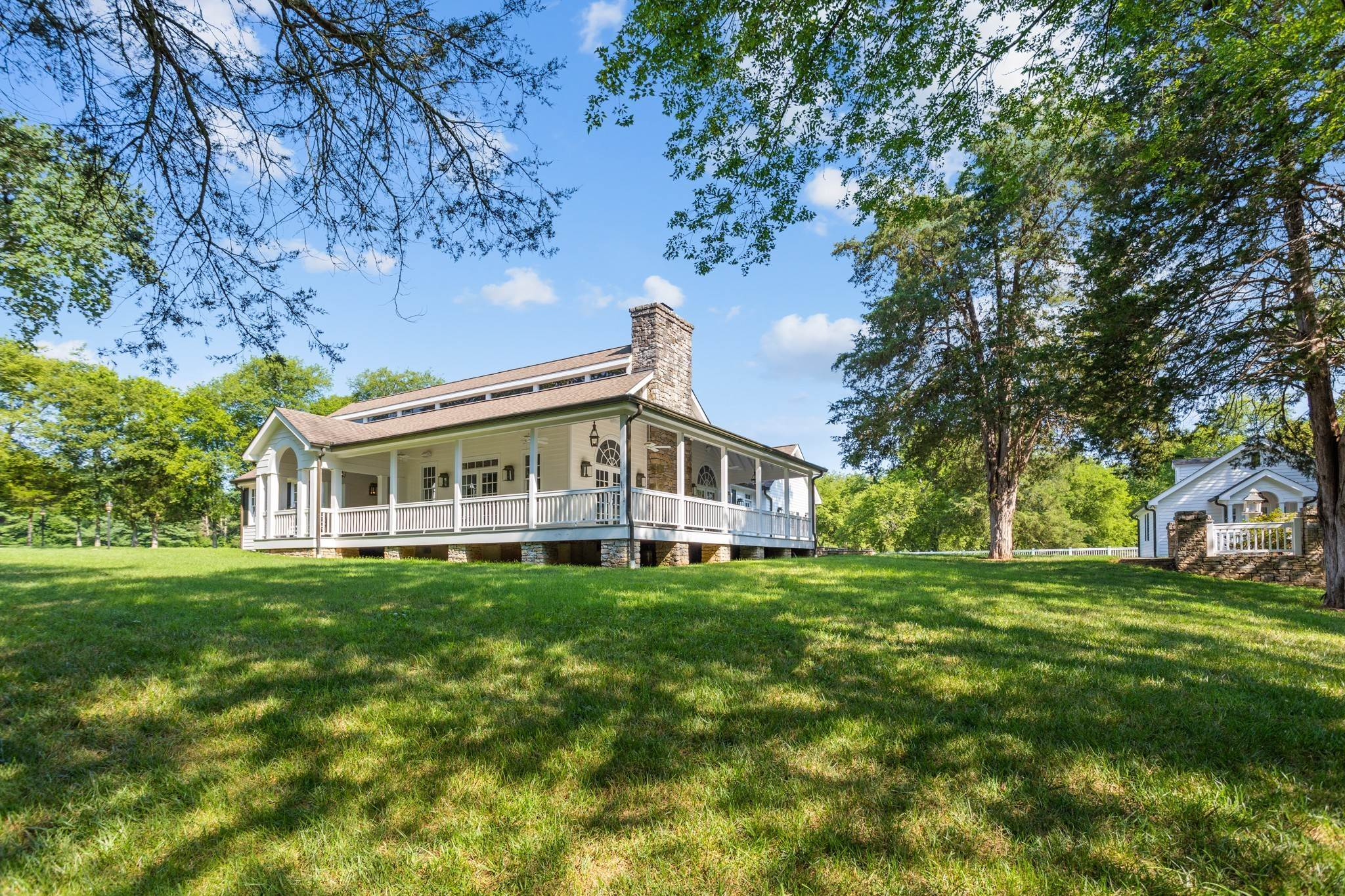 6. Single Family Homes for Sale at 1500 Moran Road Franklin, Tennessee 37069 United States
