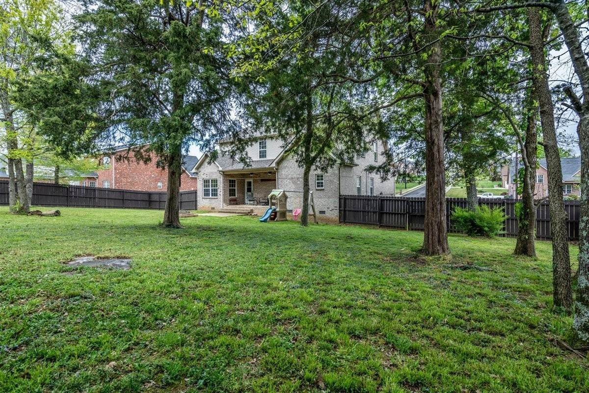 31. Single Family Homes for Sale at 8037 Vineyard Lane La Vergne, Tennessee 37086 United States