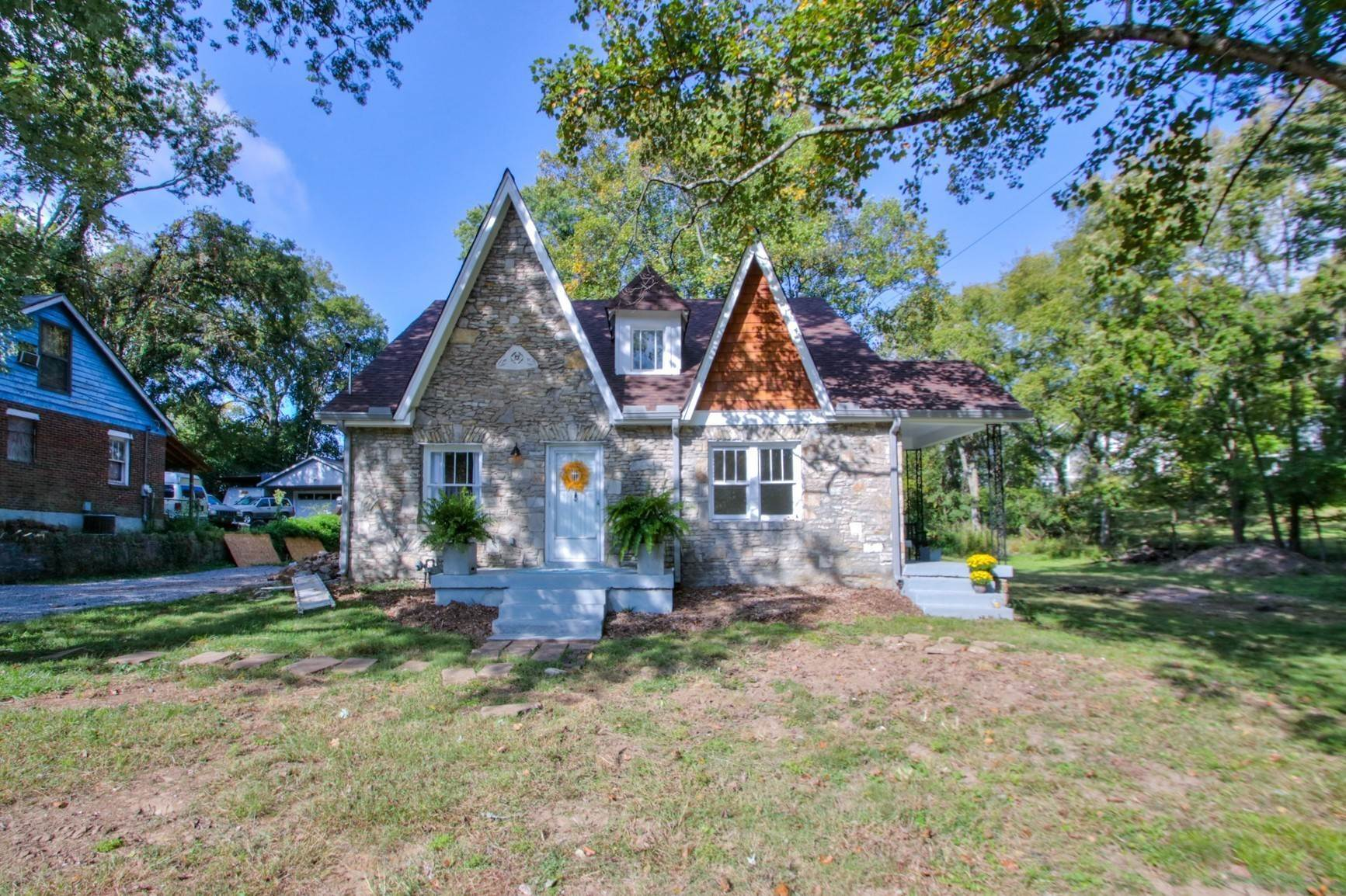 Single Family Homes for Sale at 1406 Riverside Drive Nashville, Tennessee 37206 United States