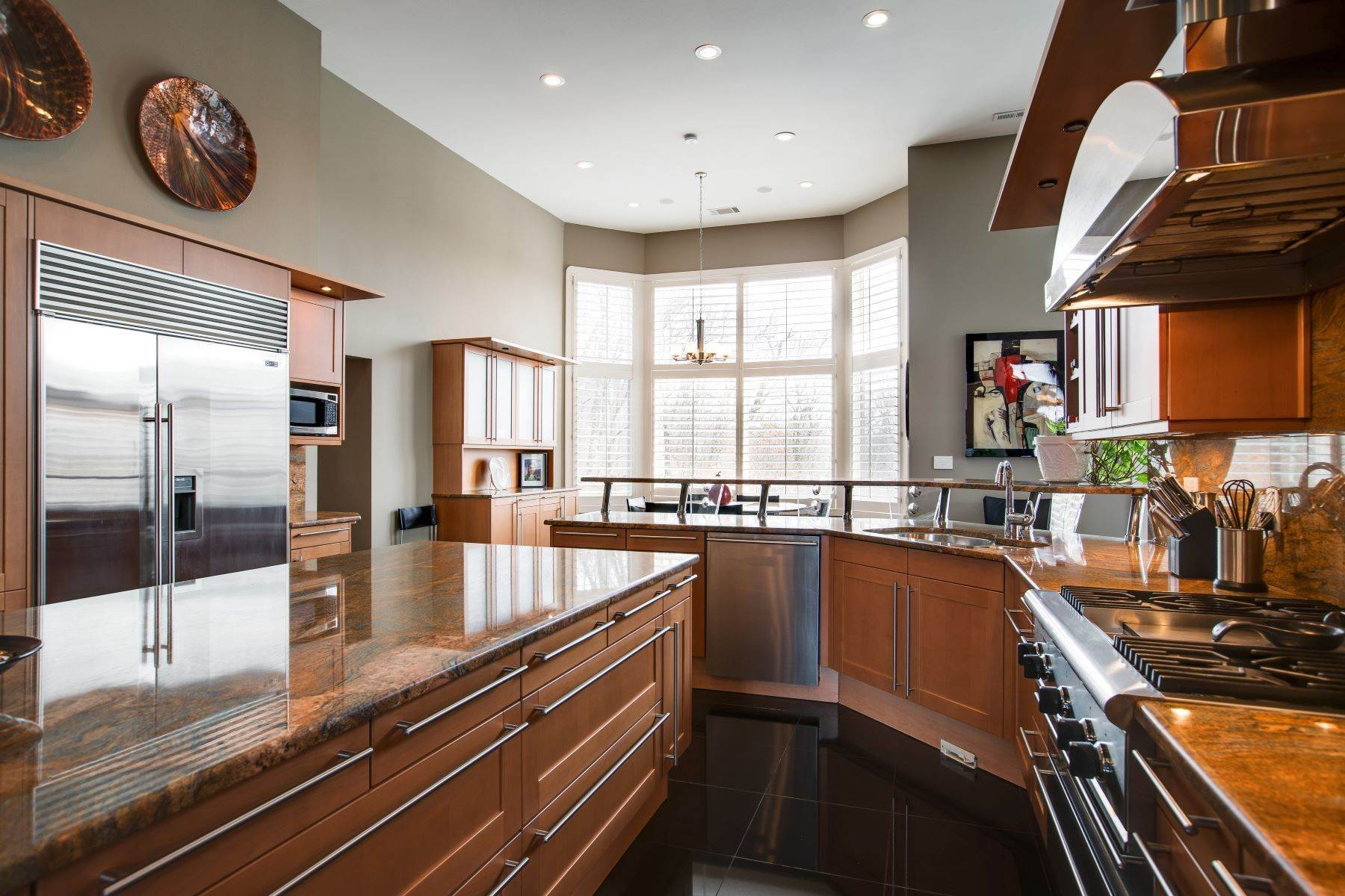 16. Single Family Homes for Sale at Luxury Brentwood Home 720 Valhalla Lane Brentwood, Tennessee 37027 United States