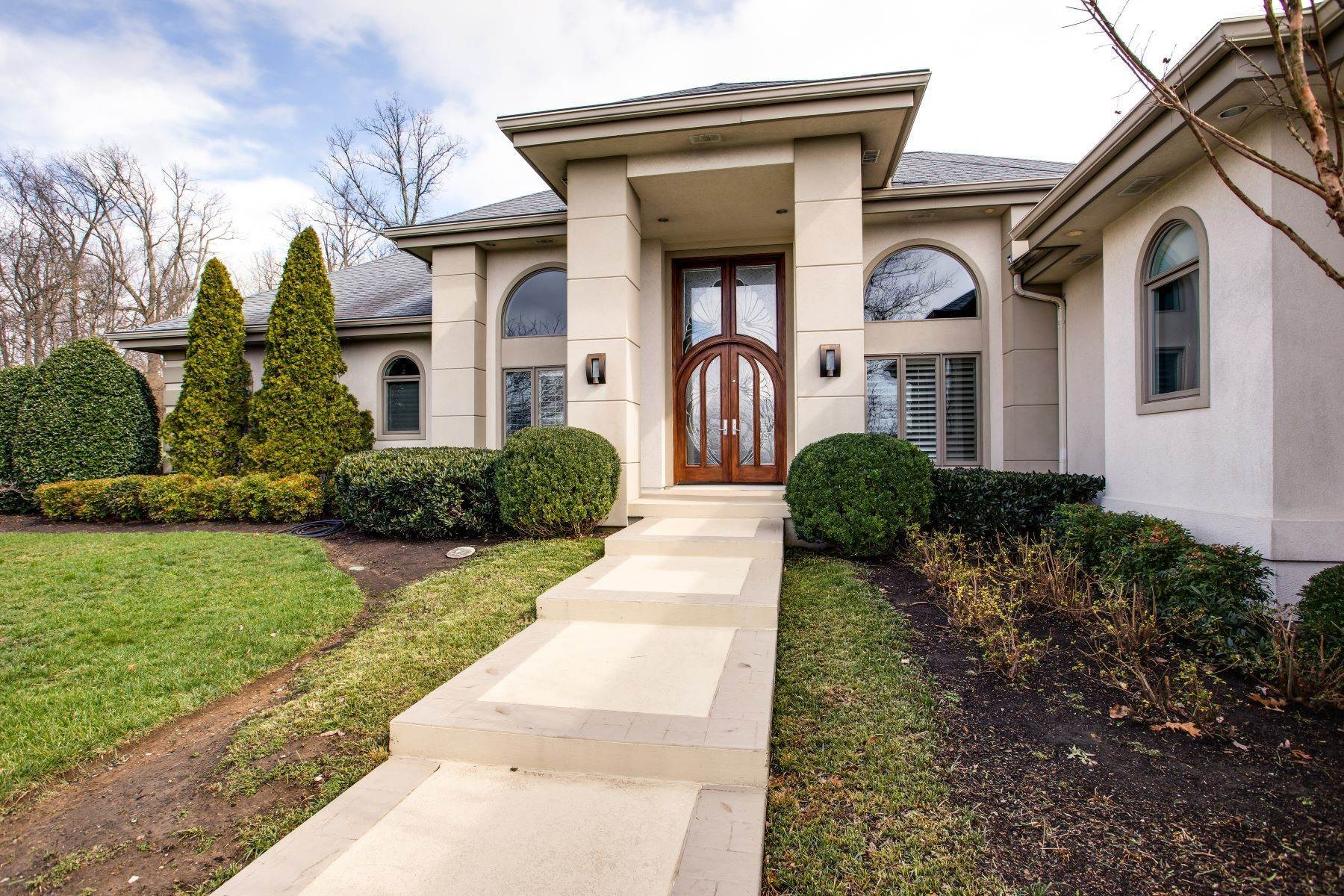2. Single Family Homes for Sale at Luxury Brentwood Home 720 Valhalla Lane Brentwood, Tennessee 37027 United States