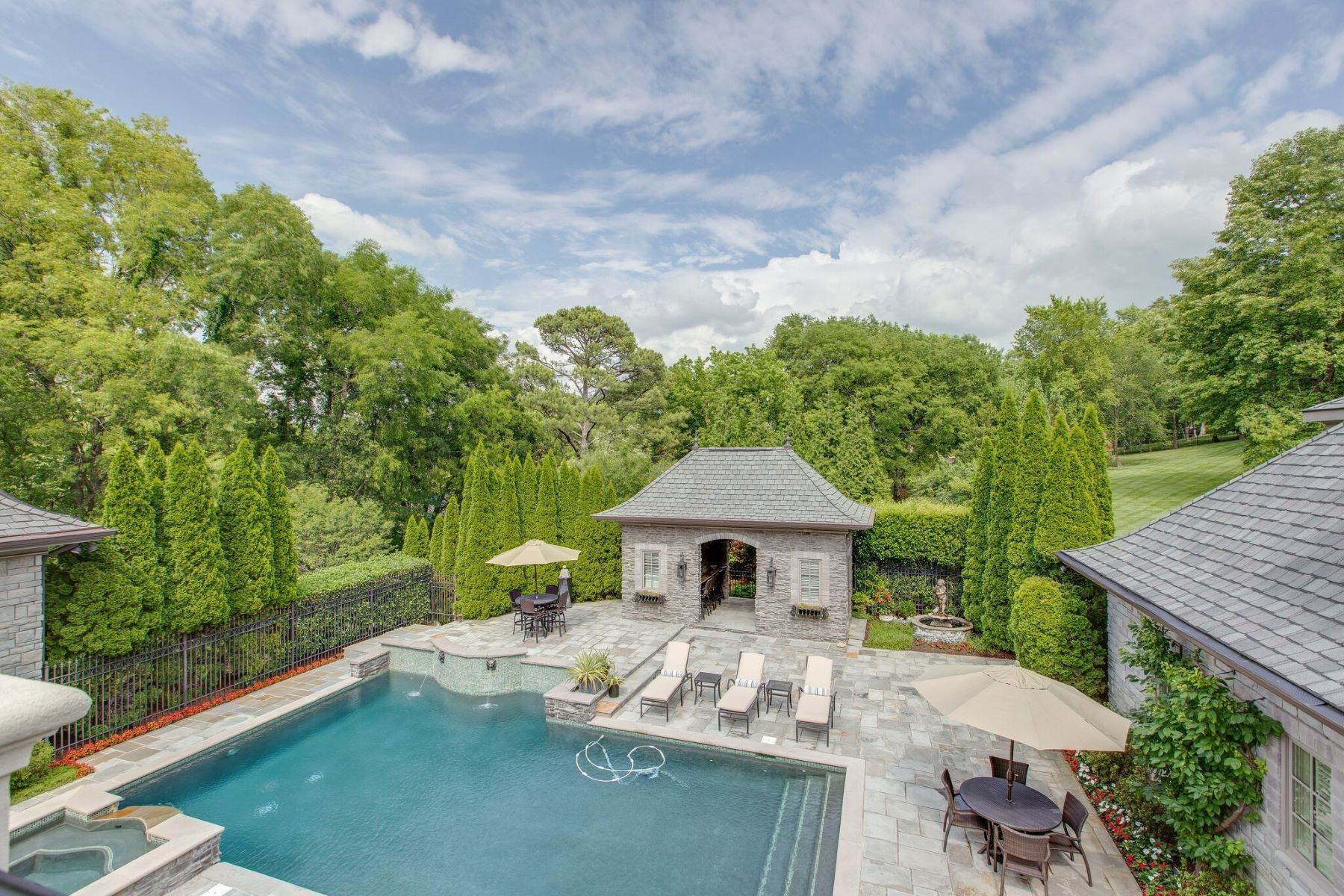 44. Single Family Homes for Sale at 4914 Lealand Ln, Nashville, Tn, 37220 4914 Lealand Ln Nashville, Tennessee 37220 United States