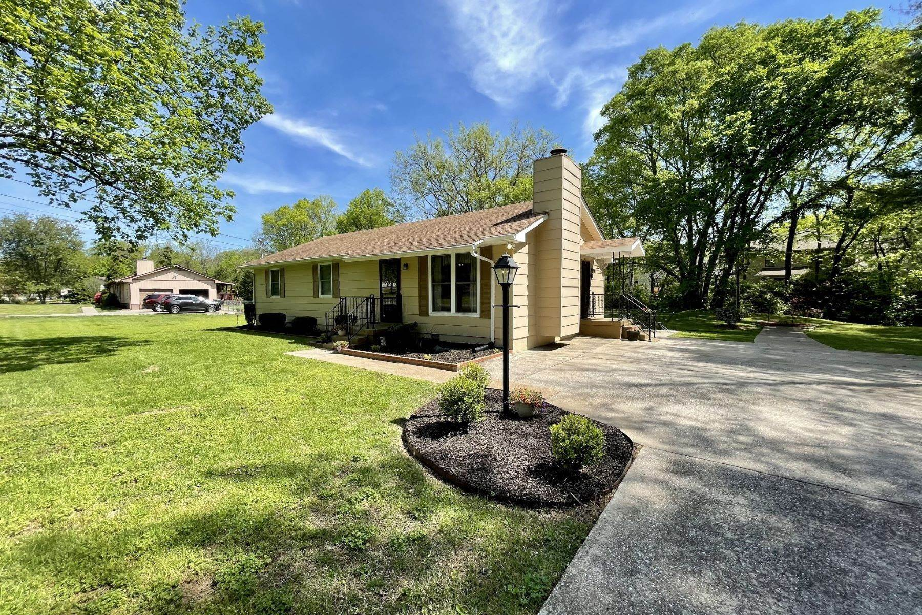 Single Family Homes for Sale at 608 Mount Pisgah Court, Nashville, TN 37211 608 Mount Pisgah Court Nashville, Tennessee 37211 United States