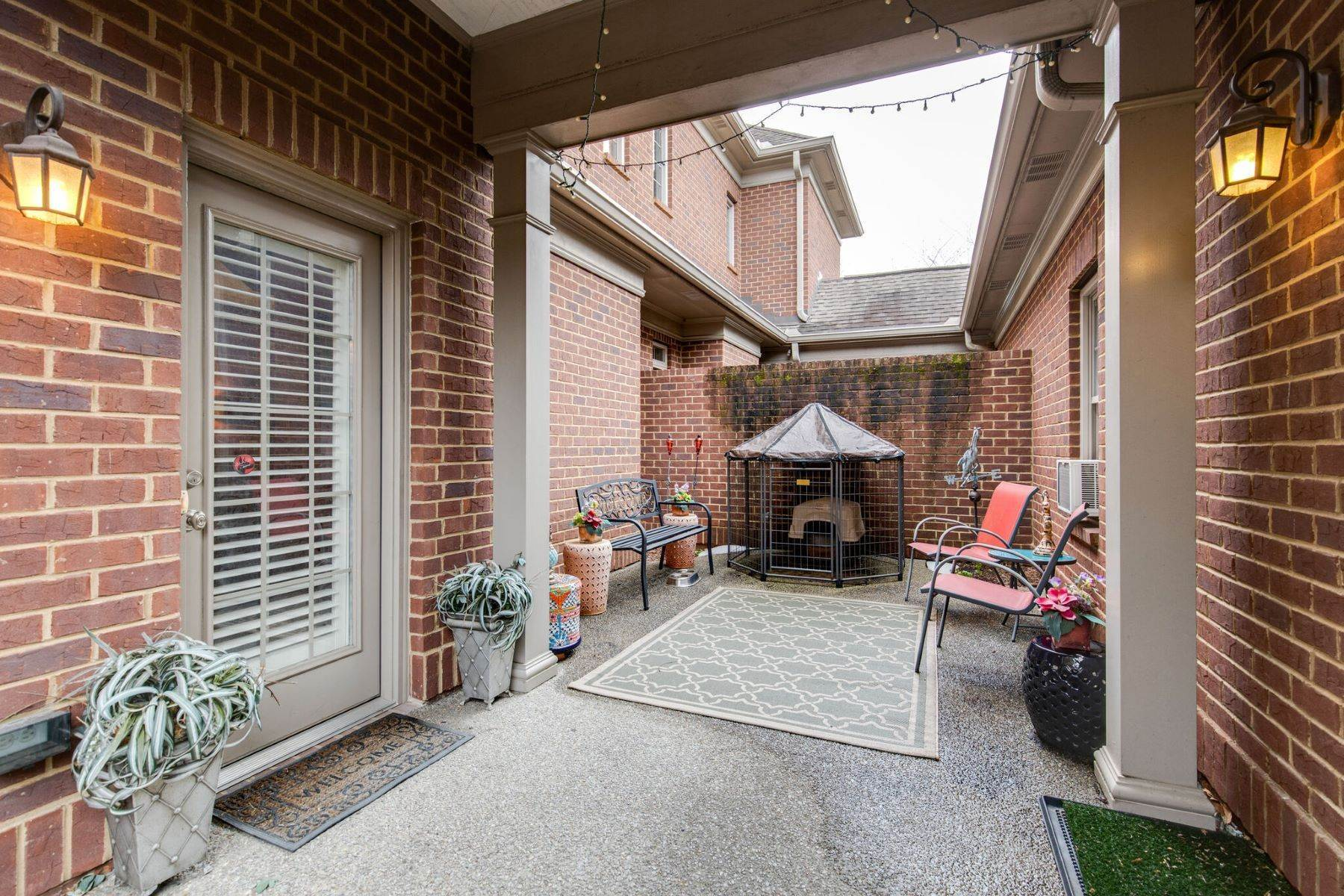 37. Single Family Homes for Sale at 4209 Stammer Place, Nashville, TN 37215 4209 Stammer Place Nashville, Tennessee 37215 United States