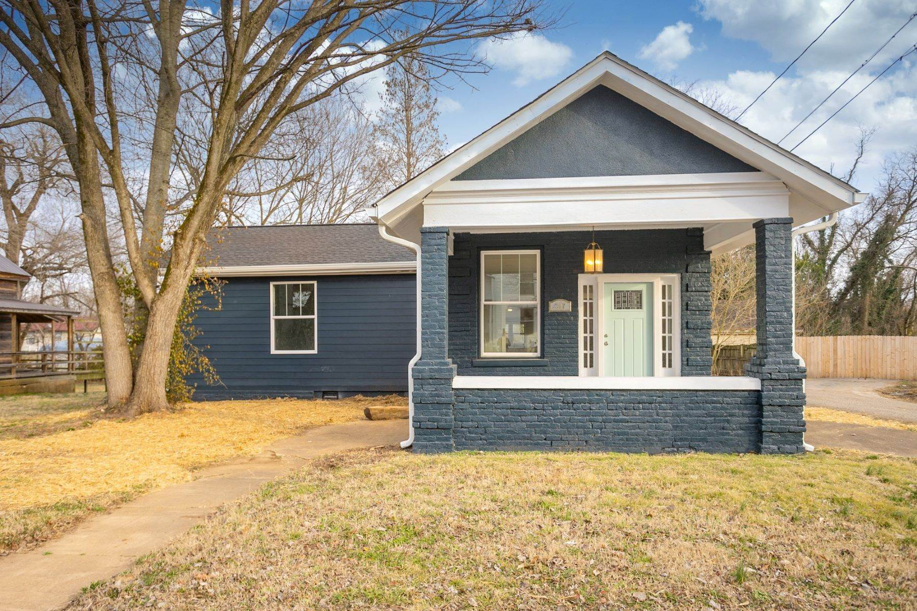 17. Single Family Homes for Sale at 207 South Main St, Mount Pleasant, Tn, 38474 207 South Main St Mount Pleasant, Tennessee 38474 United States