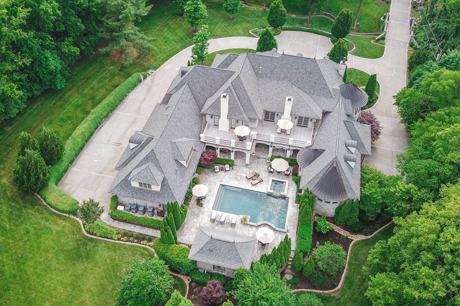7. Single Family Homes for Sale at 4914 Lealand Ln, Nashville, Tn, 37220 4914 Lealand Ln Nashville, Tennessee 37220 United States